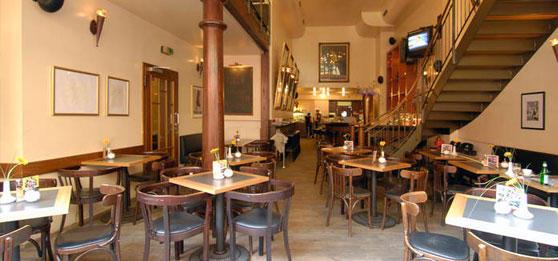 Cafe felix regensburg cafes und bars for Couch regensburg