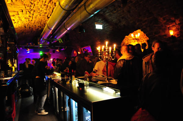 Tabledance am KuDamm in Berlin - Stripclub LiveShows