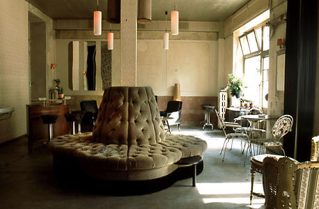 wohnzimmer berlin prenzlauer berg cafes und bars. Black Bedroom Furniture Sets. Home Design Ideas